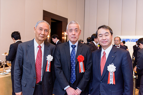 President Karube, Project Professor Sugiura and Executive Director Ietsugu (from left)